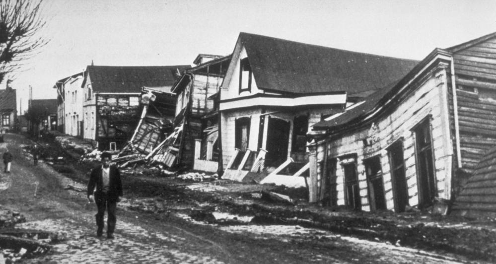 Valdivia_after_earthquake,_1960.jpg